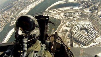Заставки самолет, пилот, шлем, костюм, небо, земля, авиация