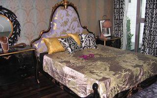 Бесплатные фото спальня,кровать,подушки,камод,зеркало,окно,интерьер
