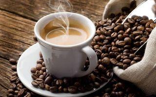 Бесплатные фото чашка,блюдце,кофе,пар,зерна,мешок,напитки
