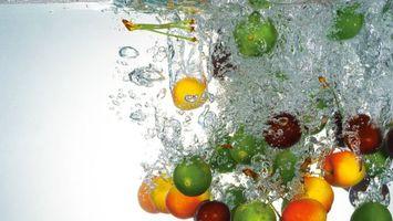 Бесплатные фото фрукты,вода,капли,брызги,воздух,яблоки,персики