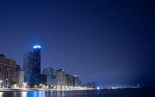 Бесплатные фото ночь,залив,дома,небоскребы,огни,фонари,город