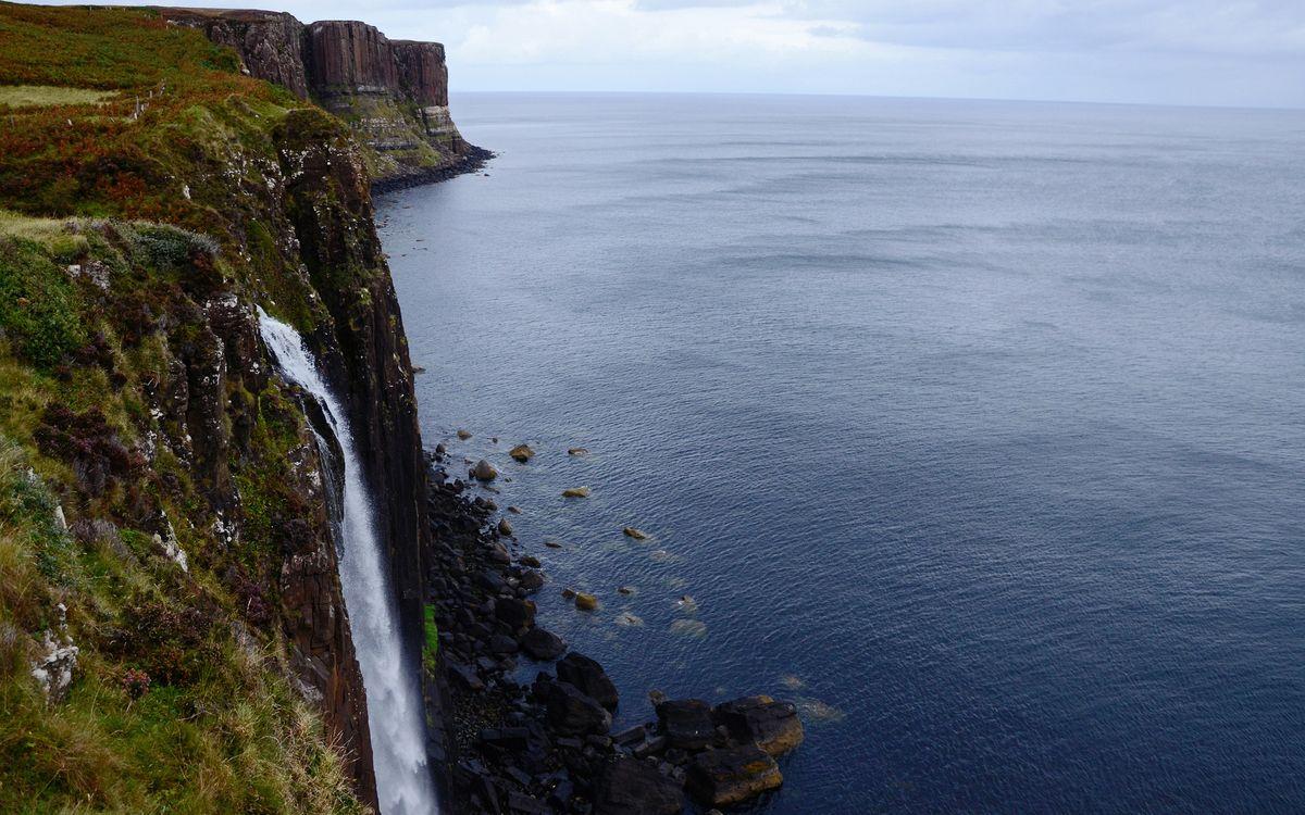 Фото бесплатно водопад, вода, струя, брызги, гора, склон, море, океан, горизонт, небо, пейзажи, пейзажи