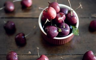 Бесплатные фото яблоки,дичка,хвостик,листья,стол,доски,еда