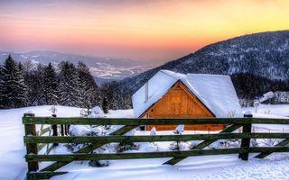 Фото бесплатно зима, снег, сугробы, горы, дом, забор, деревья, пейзажи