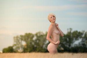 Фото бесплатно блондинка, babe, outdoor, грудь, boobs, short hair, сексуальная, горячая, красивая, эротика