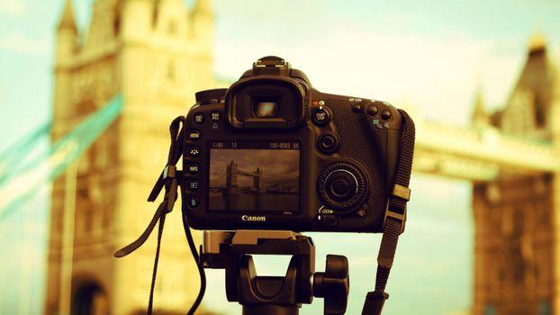 Бесплатные фото фотоаппарат,кадр,фото,техника,англия,мост,великобритания,шнурок,черный,профессиональный,зеркалка,canon