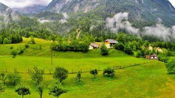 Бесплатные фото горы,облака,дома,деревья,лето,растительность,пейзажи