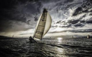 Обои море, вода, волны, небо, облака, свет, яхта, природа