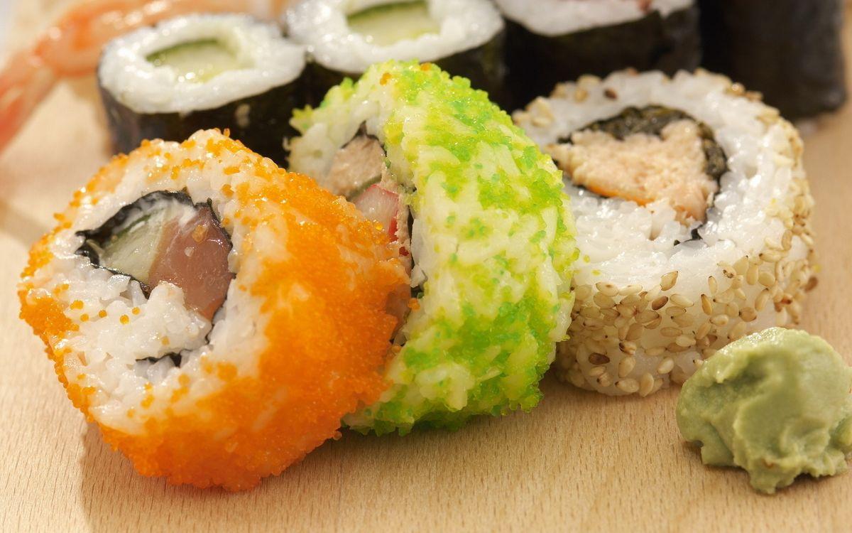 Фото бесплатно ролл, кунжут, стол, соус, икра, рис, рыба, тунец, васаби, суши, огурец, филе, лист, водоросли, еда, еда