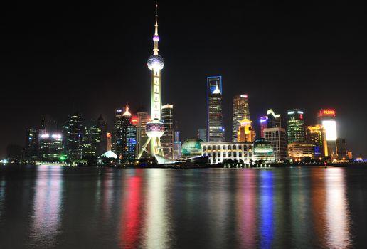 Бесплатные фото shanghai,china,ночь,залив,отражение,огни,дома,небосребы,город