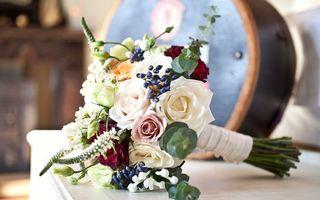 Фото бесплатно цветы, розы, сирень, листья, тумбочка