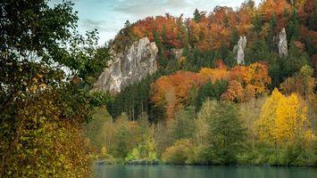 Бесплатные фото вода,река,лес,деревья,горы,камни,небо