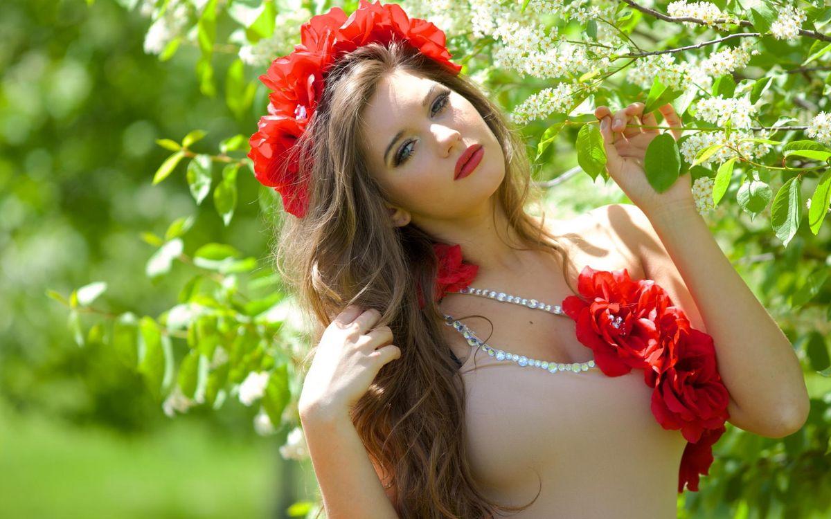 Фото бесплатно волосы, венок, цветы, красные, глаза, губы, черемуха, цветет, девушки, девушки
