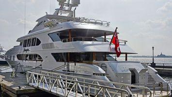 Бесплатные фото яхта,большая,флаг,море,волны,небо,причал