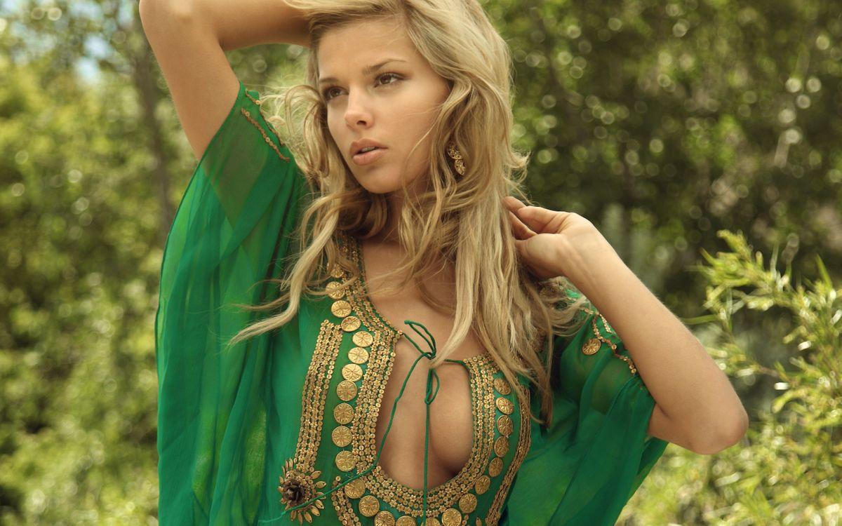 Фото бесплатно девушка, блондинка, платье, вырез, древний рим, девушки, девушки