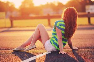 Бесплатные фото девушка,длинные,волосы,асфальт,вечер,закат,солнце