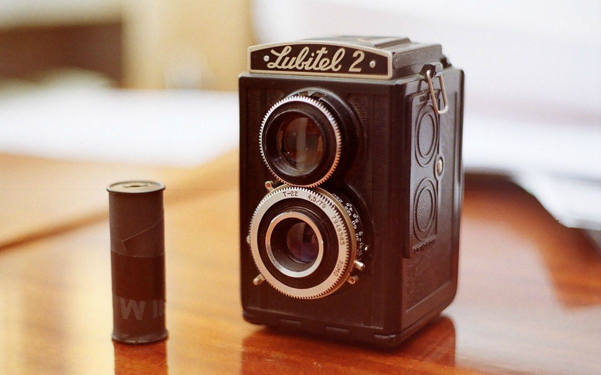 Фото бесплатно фотоаппарат, катушка, бобина, объектив, короб, стол, раритет, разное
