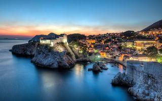 Бесплатные фото городок,улица,вид,ночь,вечер,скалы,море