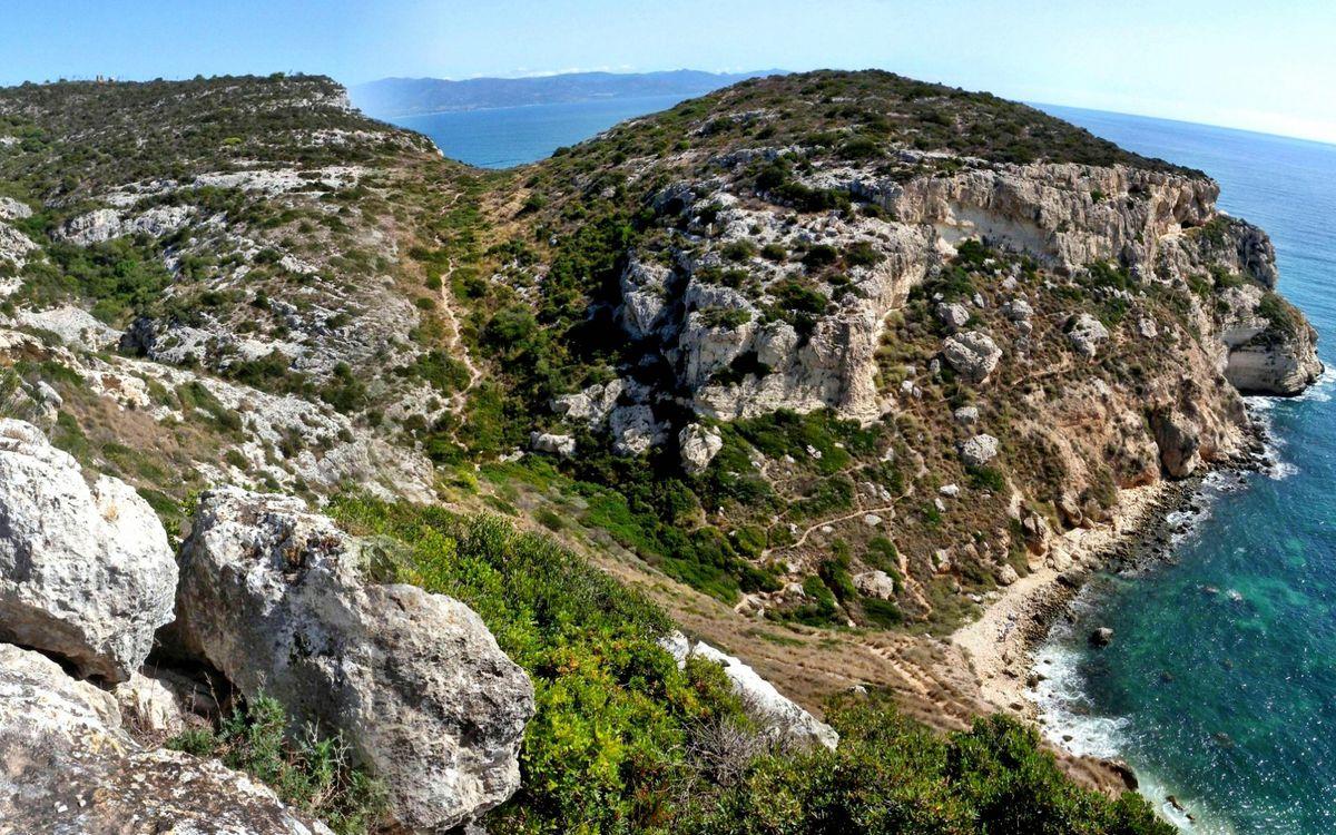 Фото бесплатно побережье, моря, скалы, трава, пейзажи, пейзажи