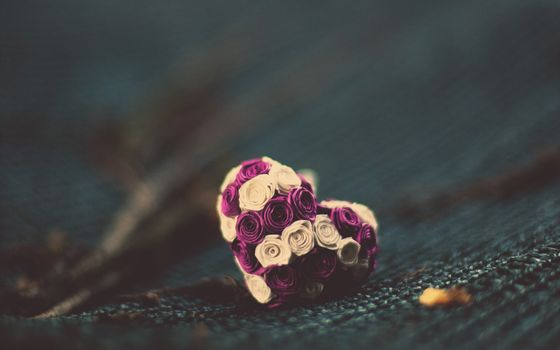 Фото бесплатно сердечко, цветы, ткань