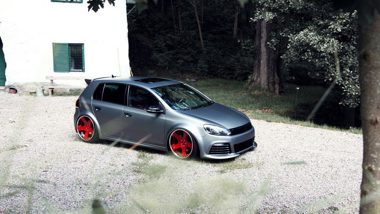 Фото бесплатно volkswagen, golf, серебро, низкая, посадка, диски, красные, машины, машины
