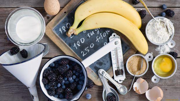 Фото бесплатно бананы, мука, яйцо, крупа, ложка, термометр, еда
