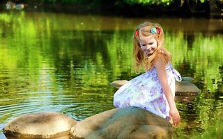 Photo free girl, pond, river