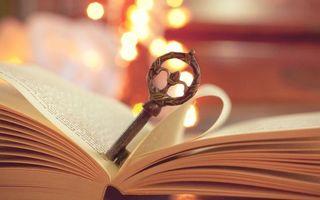 Фото бесплатно ключ, книга, листья