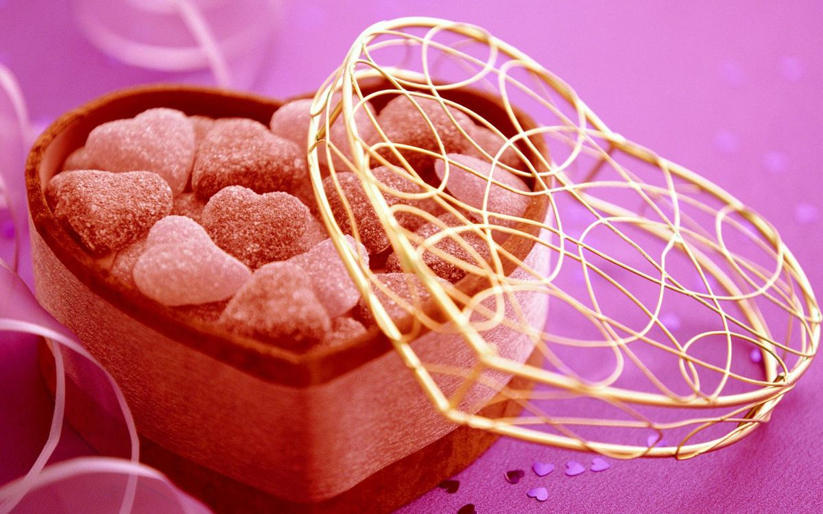 Фото бесплатно конфеты, сердечки, коробка - на рабочий стол