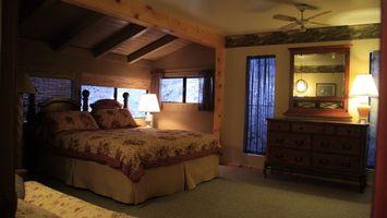 Заставки кровать, окна, ковер