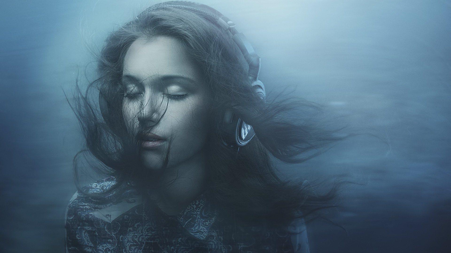 Во сне женщина с черными волосами и глазами