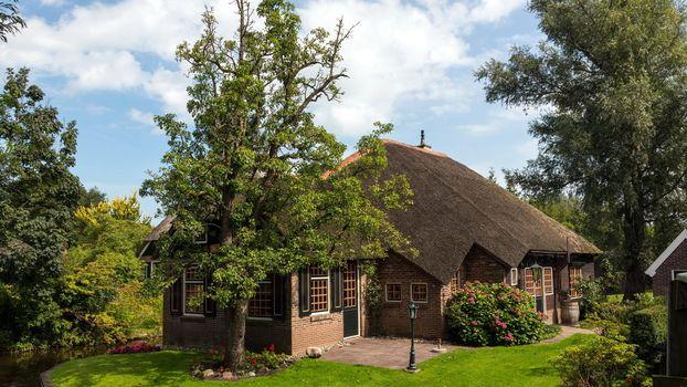Бесплатные фото загородный,дом,деревья,лужайка,ручей,природа
