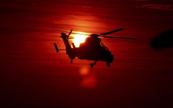 Фото бесплатно вертолет, закат, солнце