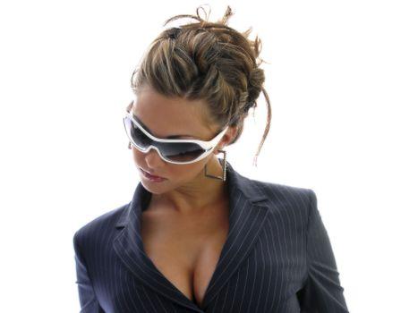 Бесплатные фото бизнес-леди,шатенка,пиджак,очки,серьги,прическа,девушки