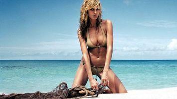 Фото бесплатно блондинка, купальник, море