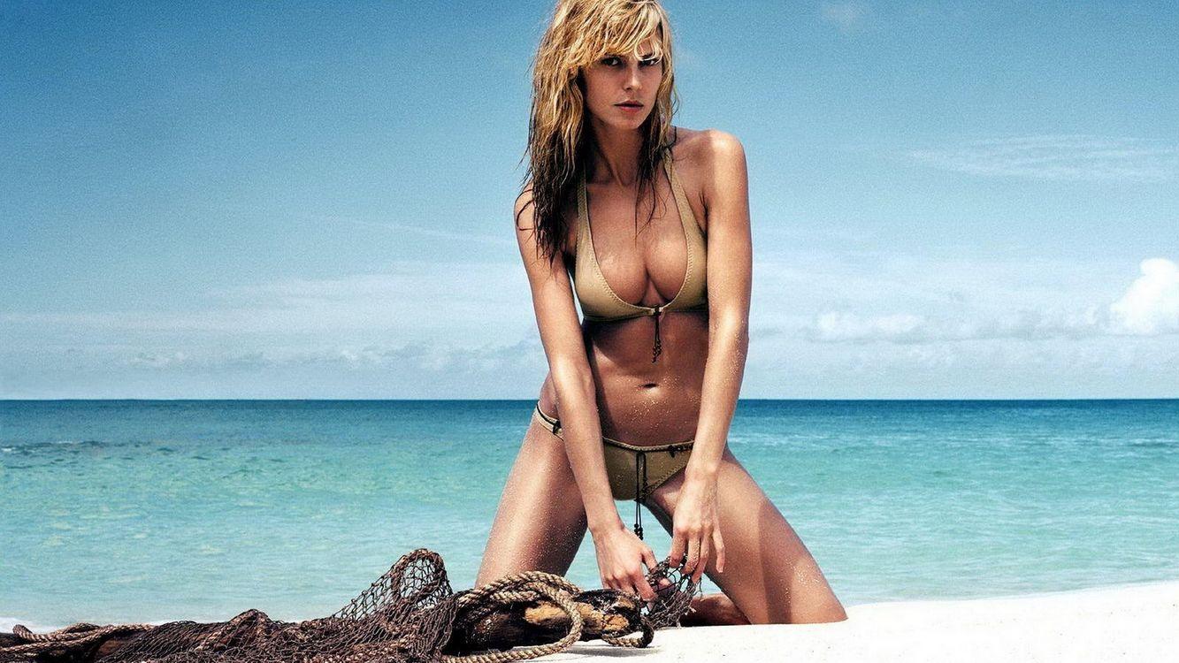 Фото бесплатно блондинка, купальник, море - на рабочий стол