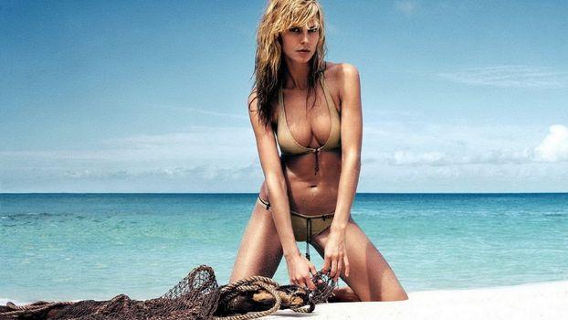 Бесплатные фото блондинка,купальник,море,песок,белый,сеть,девушки