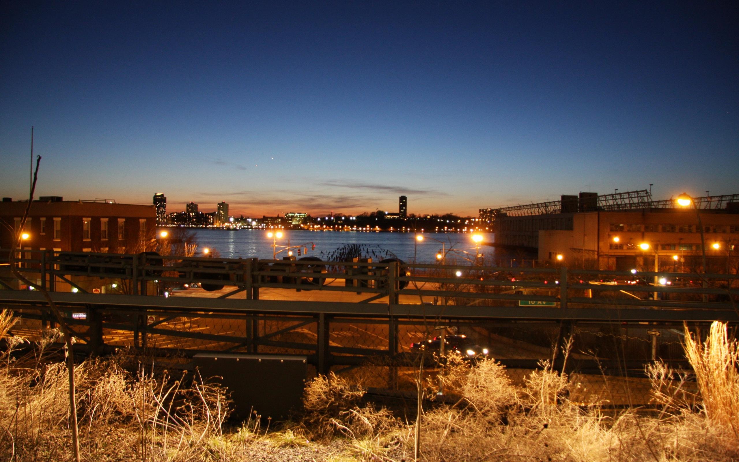обои ночь, река, набережная, предприятие картинки фото