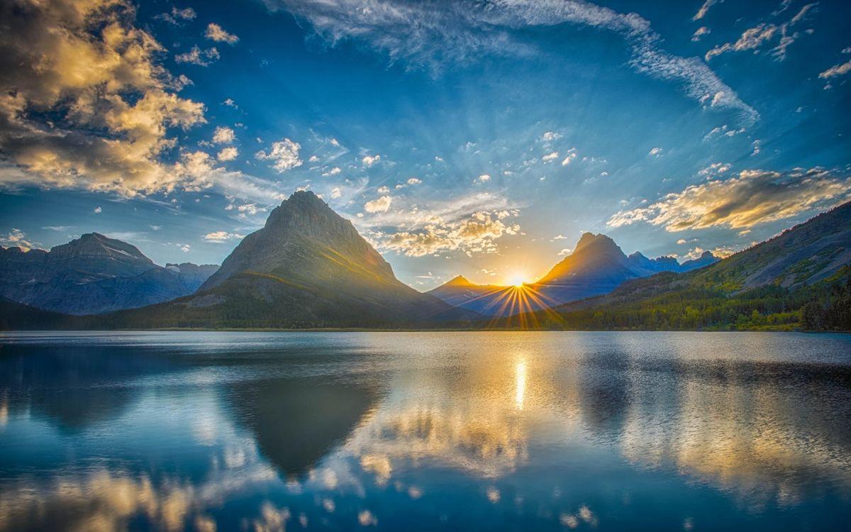 Фото бесплатно озеро, отражение, горы, закат, солнце, лучи, небо - на рабочий стол