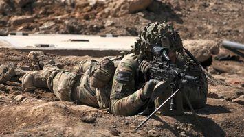 Бесплатные фото снайпер. солдат,винтовка,прицел,снайперский,форма,песок,оружие