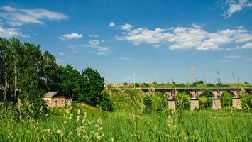 Бесплатные фото трава,зеленая,деревья,домик,мост,небо,лето