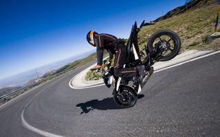 Заставки дорога, мотоциклист, шлем, байк, duke, трюк