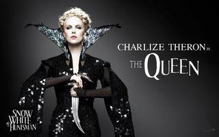 Бесплатные фото королева,шарліз,терон,кіно,білосніжка,ніж,чорне