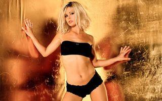 Обои модель, отражение, белье, лифчик, трусики, блондинка, крашеная, эротика, девушки