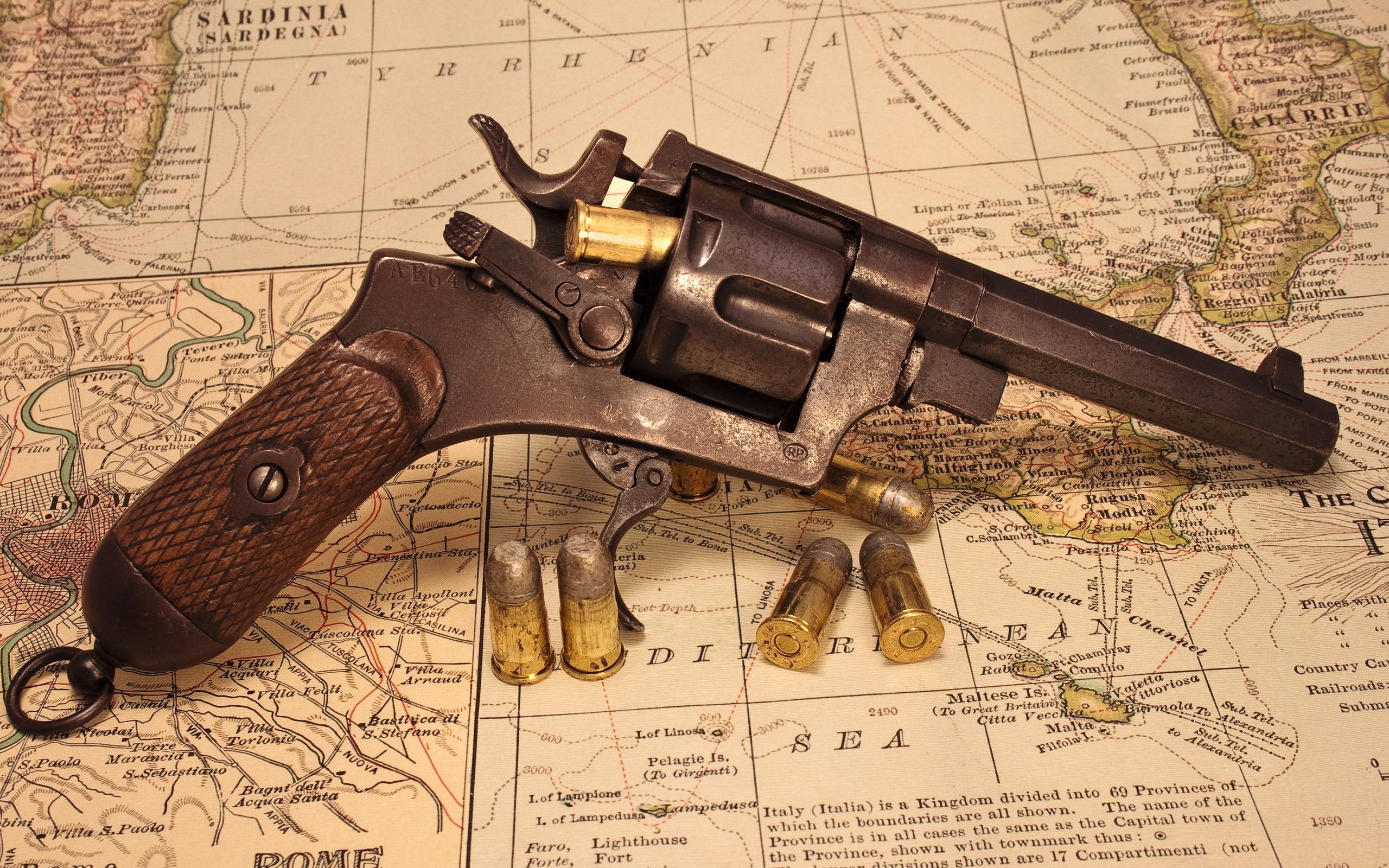 револьвер, пистолет, пули