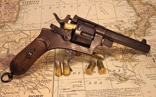 Бесплатные фото револьвер,пистолет,пули,карта,ствол,курок,прицел
