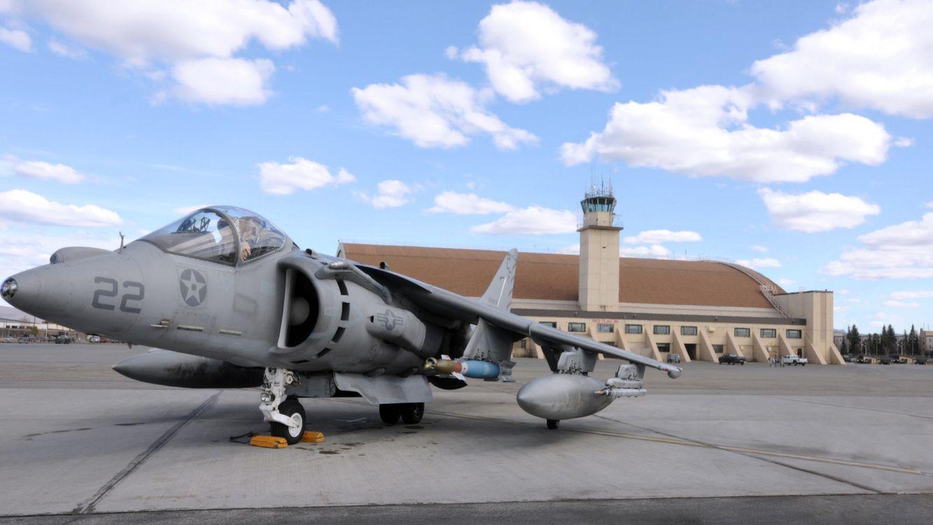 Обои самолет, военный, серый, крылья, кабина, стекло, здание, аниме на телефон | картинки аниме