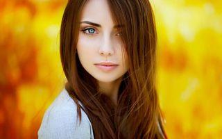 Фото бесплатно шатенка, волосы, длинные, красотка, глаза, голубые, губы, девушки