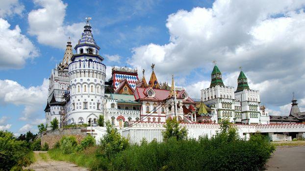 Бесплатные фото здания,красивые,старинные,кусты,зеленые,облака,город