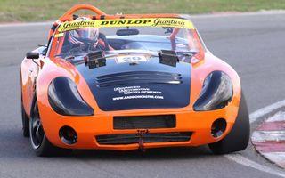 Бесплатные фото автогонки,трек,тачка,гонщик,оранжевая,надписи,реклама